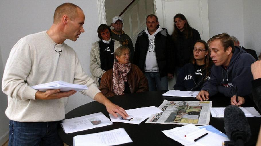 9bfacdbb5b34 Direktør Flemming Hebsgaard (t.v.) blev afæsket kontante løfter