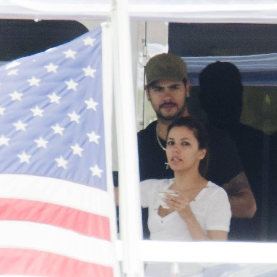 Eva Longoria dating Penelope Cruz bror