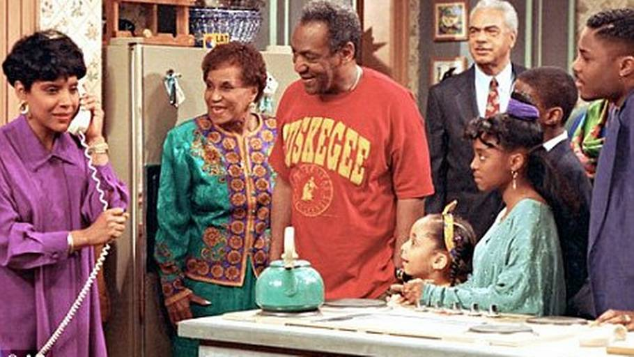 Clarice Taylor (nummer to fra venstre) ses her i rollen som Anna Huxtable i 'The Cosby Show'. (Foto: AP).