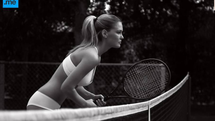 Bar Rafaeli som tennisbabe. (Foto: All Over)