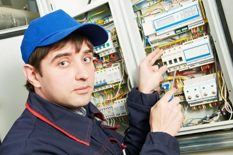 Priserne er blevet overrakt de færdiguddannede installatører og energiteknologer i forbindelse med deres dimission. (Foto: Colourbox)