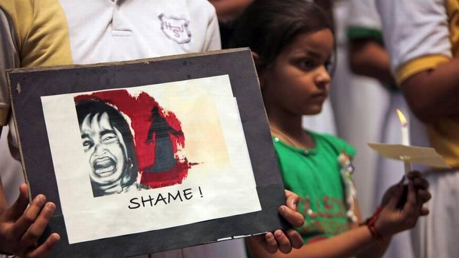 Indiske voldtægt porno