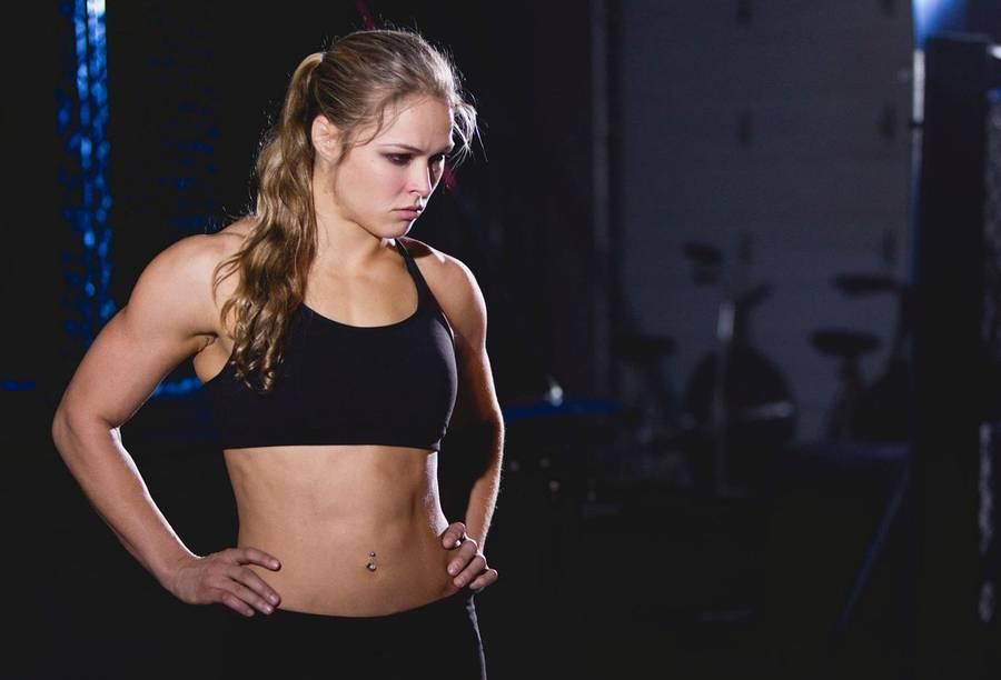 Ronda Rousey er både smuk og skræmmende. (Foto fra facebook.com/pages/Ronda-Rousey)