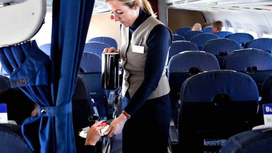 Lønkrig i luften: Det tjener din stewardesse - Ekstra Bladet