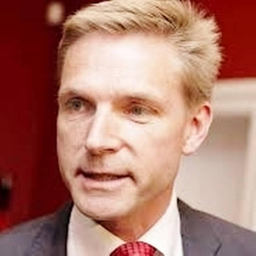 Tulle er leder af Danmarks største arbejderparti, pointerer Ekstra Bladets skarpeste og mest spidsede pen, Bent Falbert.
