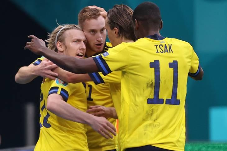 Emil Forsberg (til venstre) har nu scoret tre af Sveriges fire mål ved EM. Foto: Lars Baron/Reuters