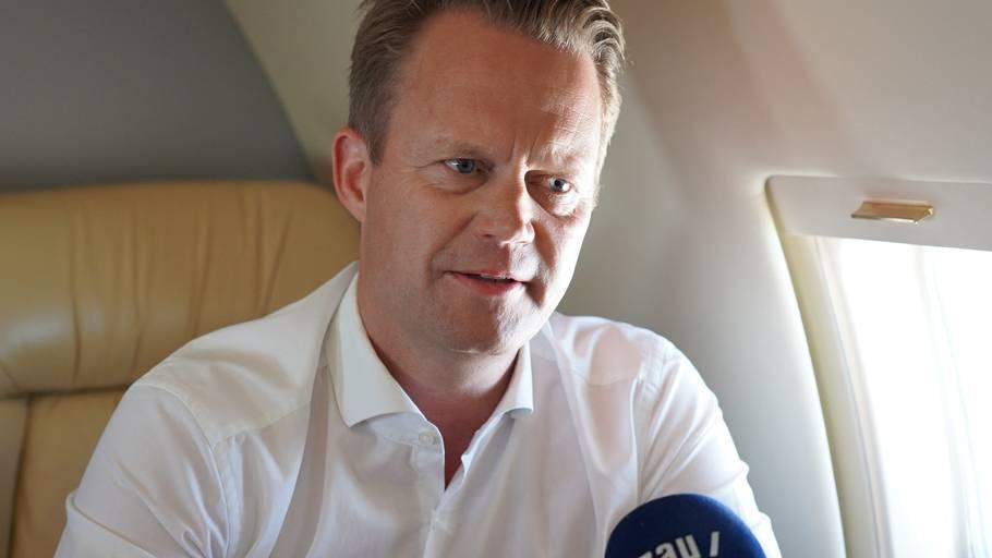 Udenrigsminister Jeppe Kofod (S) må i arbejdstøjet for at få danske fans med til semifinalen onsdag. Det mener flere politikere på Borgen. Foto: Udenrigsministeriet
