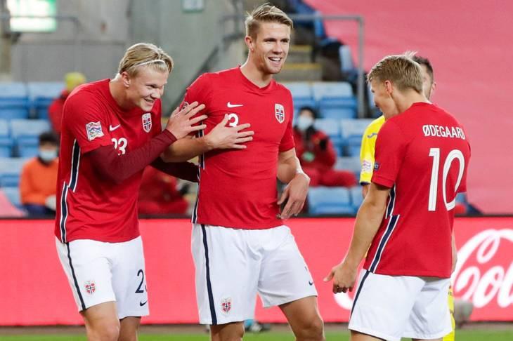 Kristoffer Ajer (i midten) har spillet 23 landskampe for Norges A-landshold. Foto: Vidar Ruud/Ritzau Scanpix